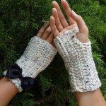 Oatmeal Fingerless Gloves by Mademoiselle Mermaid